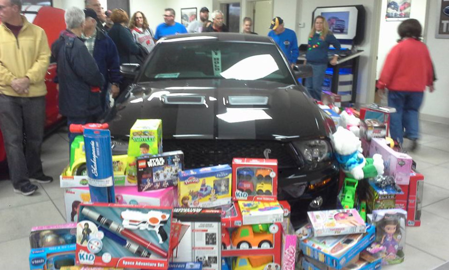 2016-toys-for-tots-walmart-shopping-4-12-03-16
